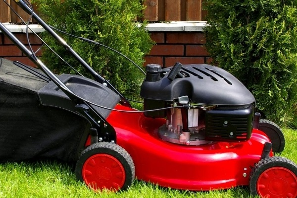 Best Self Propelled Lawn Mower – 7 Top Guns for Yard Care